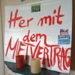 """Der kleine """"Her mit dem Mietvertrag""""-Altar in der dauerbesichtigten Wohnung"""