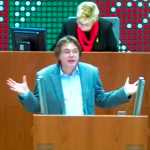 Oliver Bayer am Rednerpult zum ÖPNV