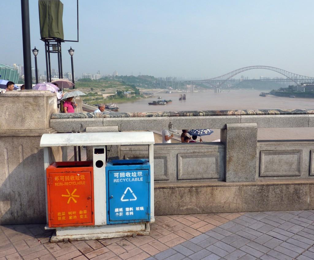 Auch die Mülltrennung wurde aus Deutschland kopiert und in China (hier in Chongqing) perfektioniert.